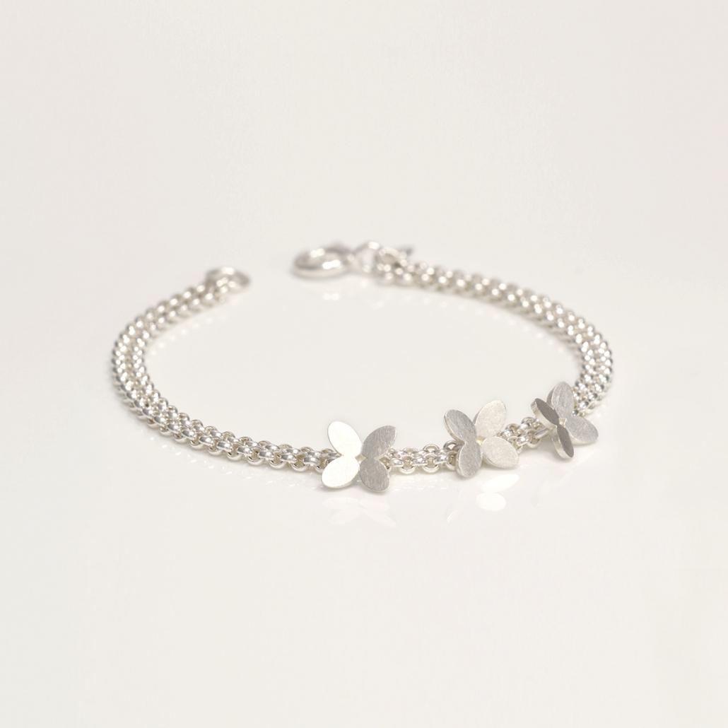 Zweireihiges 'Together' Armband in Silber mit drei Blueten