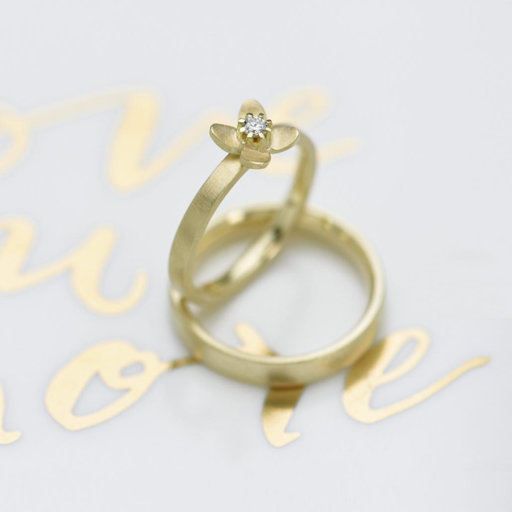 Verlobungsring oder Beisteckring 'Together refined' mit Brillant und Herrenring 'Archie'