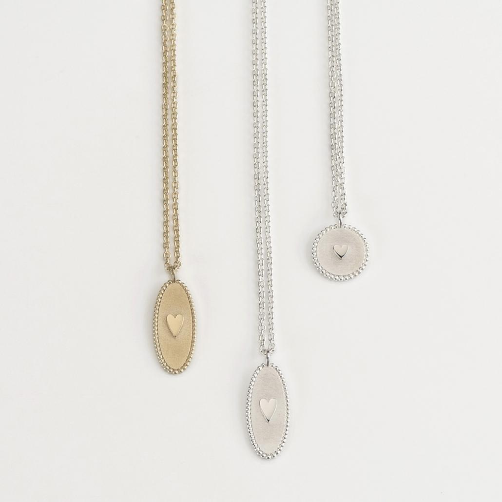 'Companion' ovaler Herz-Anhaenger aus Gold und zwei Herzanhaenger - oval und rund- in Silber