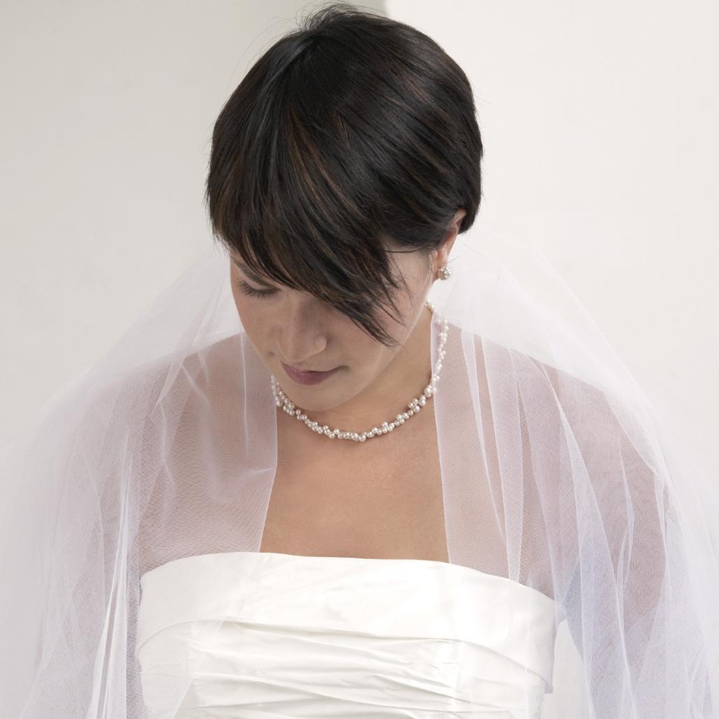 Modell mit 'Flourish' Perlencollier