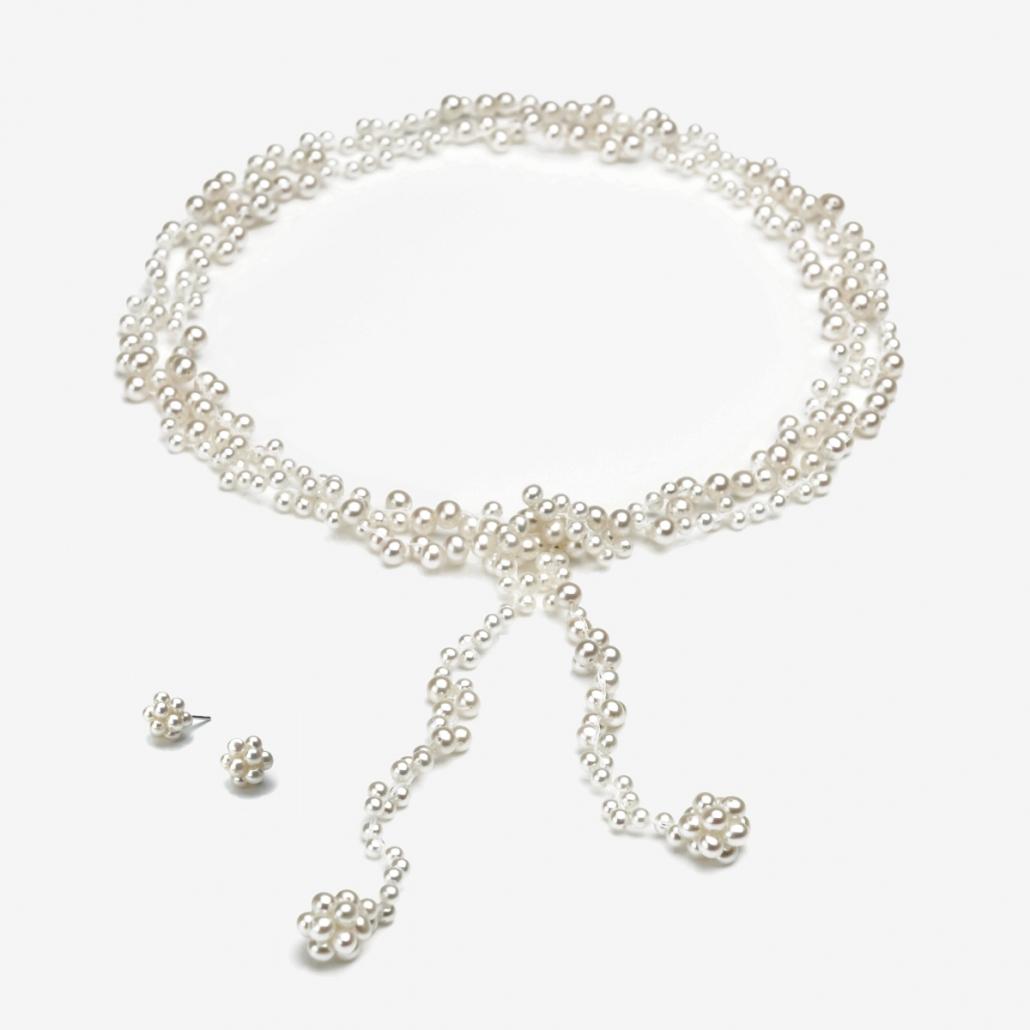 'Flourish' lange Halskette und Ohrstecker mit weissen Suesswasserzuchtperlen
